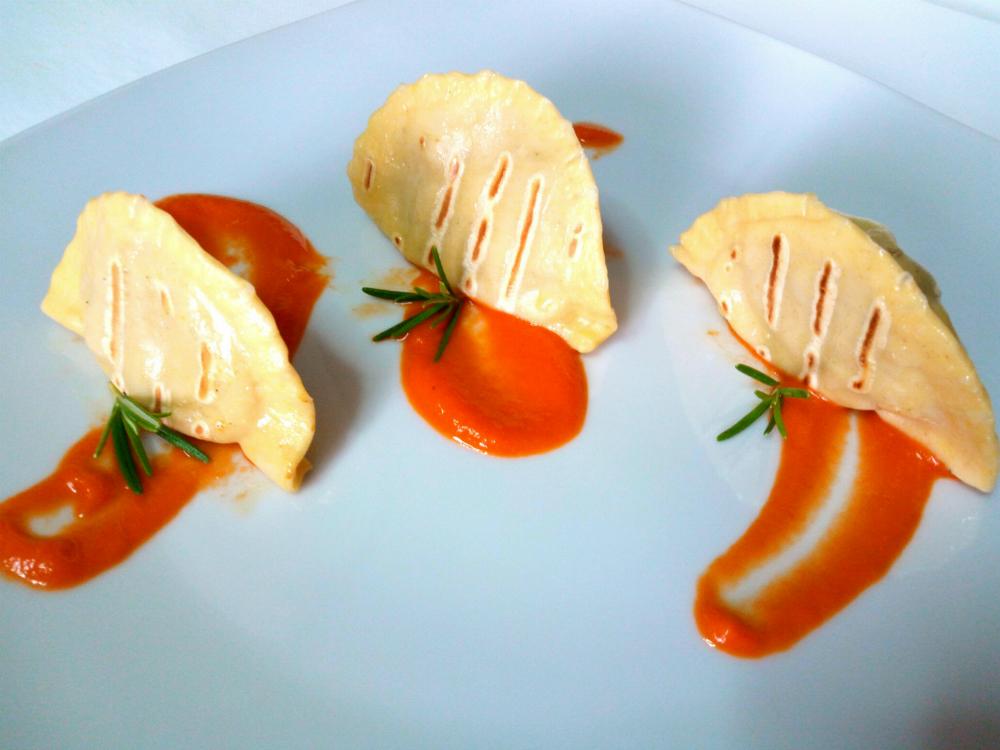 Ravioli grigliati con salsa piccante